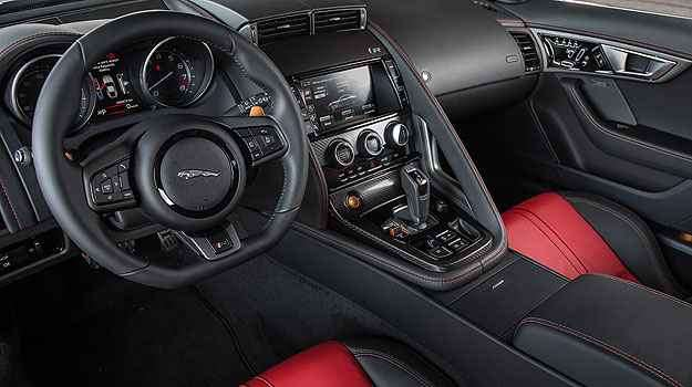 Como o cockpit de um avião, painel de instrumentos é envolvente - Jaguar/Divulgação