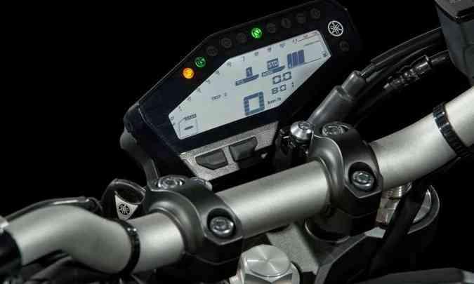 O painel equipado com o computador de bordo fica deslocado para a direita(foto: Gustavo Epifânio/Yamaha/Divulgação)