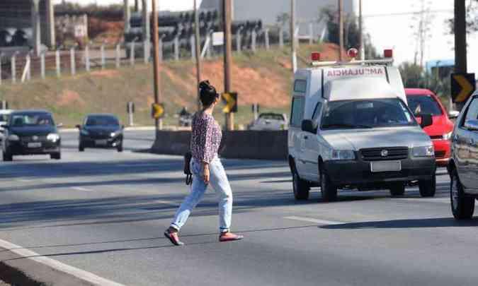No Anel Rodoviário 54,89% dos motoristas aderiram à medida, 32,06% rodavam apagados e 10,32% tinham alguma pendência(foto: Jair Amaral/EM/D.A Press)