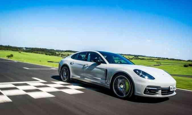 O desempenho é digno de um esportivo, acelerando até 100km/h em 4,6 segundos(foto: Porsche/Divulgação)