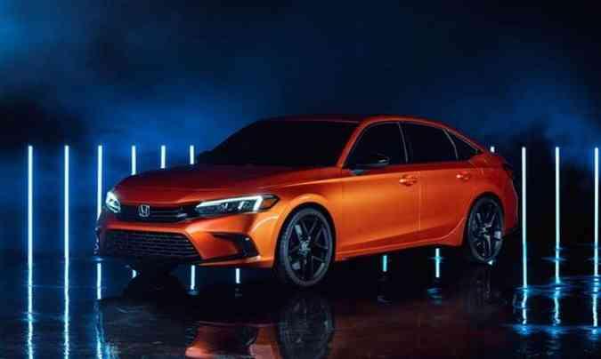 A 11º geração do Honda Civic tem desenho radicalmente diferente, lembrando o sedã Accord(foto: Honda/Divulgação)