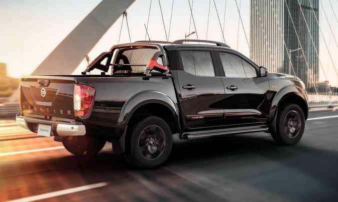Na traseira, o nome Frontier também está estampado em vermelho(foto: Nissan/Divulgação)