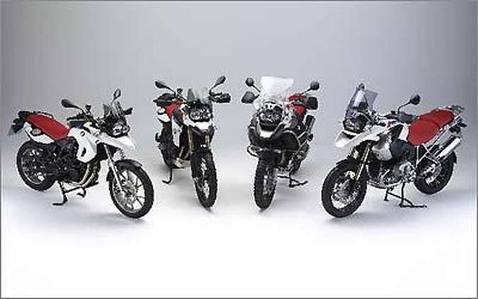 Além da R 1200 GS normal e Adventure, a edição comemorativa se estende às novatas F 800 GS e F 650 GS (foto: Fotos: BMW Motorrad/Divulgação)
