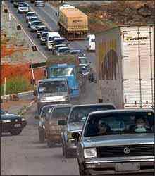 Tráfego intenso nas estradas exige atenção total dos motoristas - Beto Novaes/EM - 4/2/07