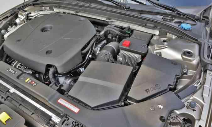O motor 2.0 turbo desenvolve 254cv e 35,7kgfm de torque, garantindo desempenho excepcional(foto: Volvo/Divulgação)