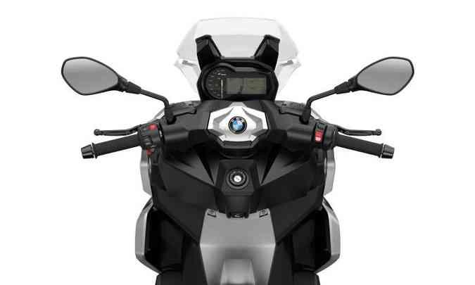 O sistema de navegação pode ser controlado no próprio guidão(foto: Fotos: BMW/Divulgação)