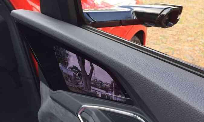 Outro destaque do modelo são os retrovisores virtuais, que mandam imagem para tela no painel das portas dianteiras(foto: Enio Greco/EM/D.A Press)
