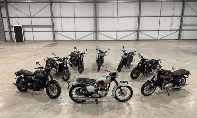 As motocicletas clássicas, com tecnologia atual, não mudam muito o visual propositalmente retrô(foto: Triumph/Divulgação)