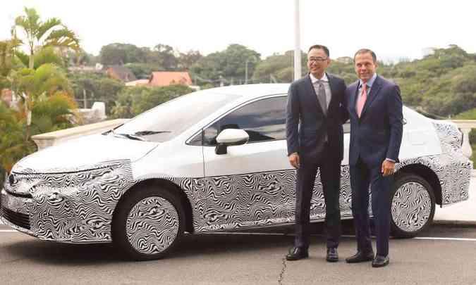 O presidente da Toyota do Brasil, Rafael Chang, e o governador de São Paulo, João Doria, em solenidade de apresentação do novo Corolla(foto: Toyota/Divulgação)