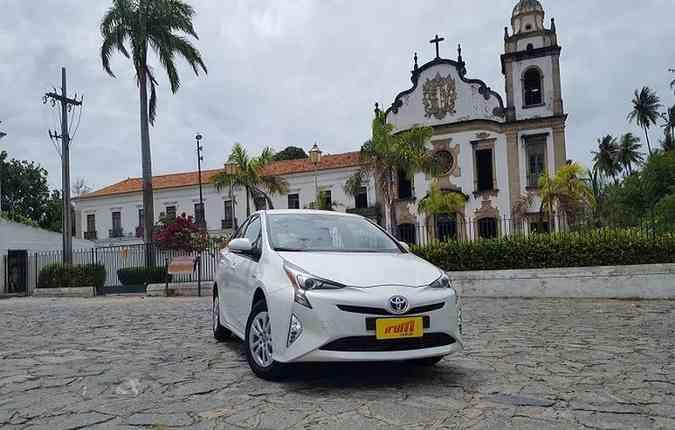 O Toyota Prius é um dos principais modelos do segmento híbrido(foto: Bruno Vasconcelos/DP)