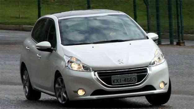 Peugeot 208 1 5 allure prazer de dirigir vrum for Interno peugeot 208
