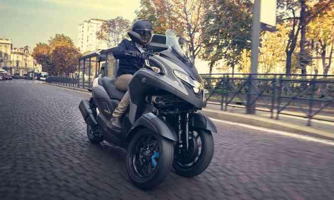 Sistema de freio conta com um disco de 267mm em cada roda, equipados com ABS unificado(foto: Yamaha/Divulgação)
