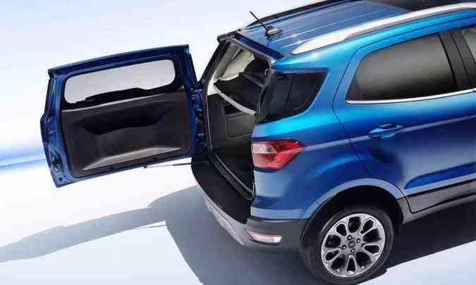 Mesmo sem o estepe externo a tampa do porta-malas permanece aberta para o lado(foto: Ford/Divulgação)