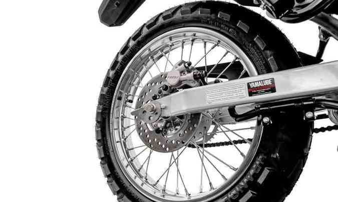 A roda traseira aposentou o freio a tambor e ganhou disco(foto: Yamaha/Divulgação)