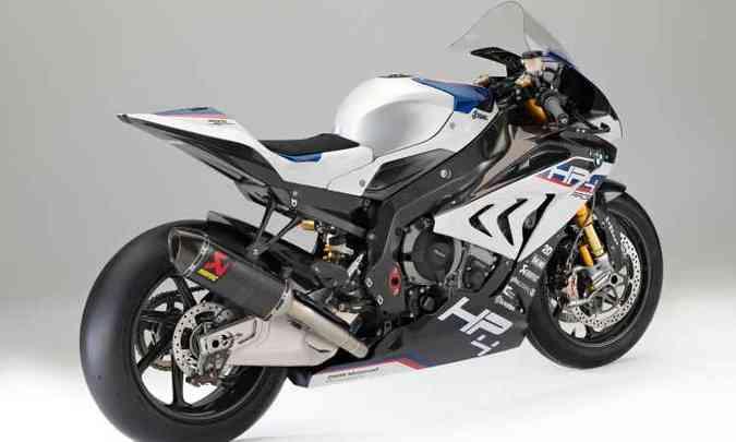 O quadro e as rodas são de fibra de carbono, reduzindo o peso para 171kg(foto: BMW/Divulgação)
