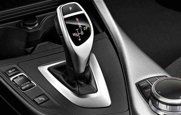 Câmbio disponível para o Série 1 é um automático de oito velocidades. Foto: BMW / Divulgação -