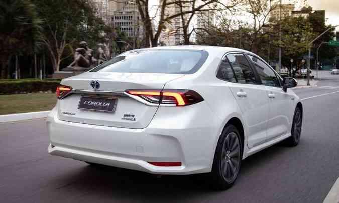 A potência combinada do Toyota Corolla híbrido é de 123cv, mas a marca não informa o torque(foto: Toyota/Divulgação)