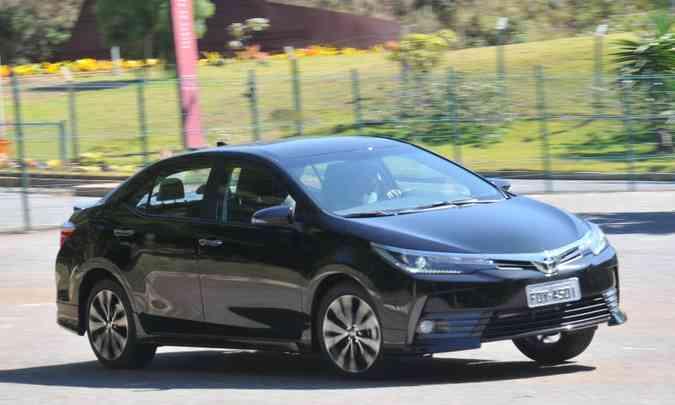 Líder absoluto, o Toyota Corolla reina tranquilo entre os sedãs médios(foto: Jair Amaral/EM/D.A Press)