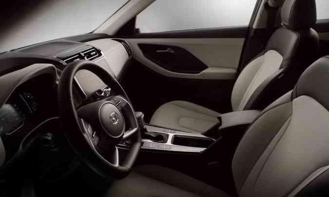 O interior tem revestimento em couro nas cores marrom e bege, conferindo toque de sofisticação(foto: Hyundai/Divulgação)