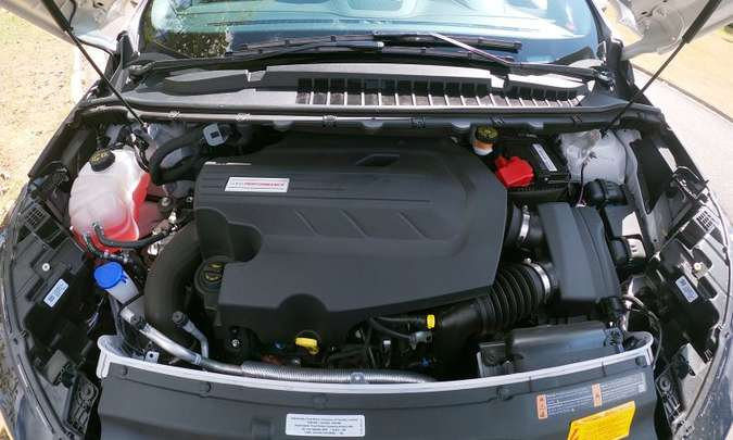 O motor V6 de 2.7 litros, biturbo, desenvolve 335cv e 54,5kgfm de torque, garantindo desempenho muito bom(foto: Jorge Lopes/EM/D.A Press)