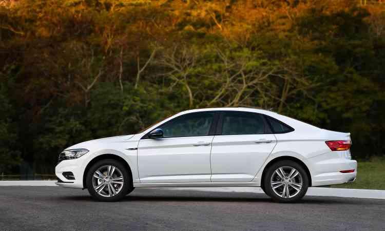 O modelo cresceu em todos os sentidos: são 4,70 metros de comprimento (mais 6cm em relação à geração anterior), 1,80m (mais 2cm) de largura, 1,47m de altura e entre-eixos de 2.69m (mais 4cm). - Pedro Danthas/Volkswagen/Divulgação