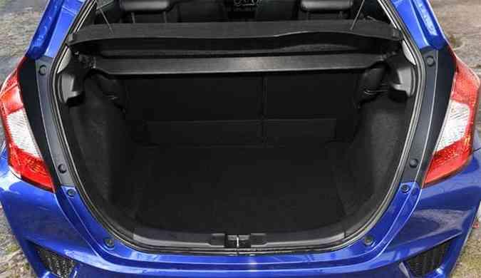 Porta-mas tem capacidade condizente com as dimensões do carro(foto: Juarez Rodrigues/EMDAPress)