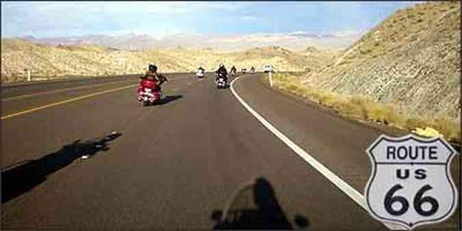 Grupo de motociclistas brasileiros percorreu parte da famosa rodovia, passando por diferentes cenários(foto: Fotos: Téo Mascarenhas/EM)
