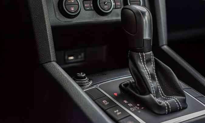 Câmbio automático de oito velocidades, com opção de trocas sequenciais na alavanca ou nas aletas atrás do volante(foto: Fotos: Jorge Lopes/EM/D.A Press)