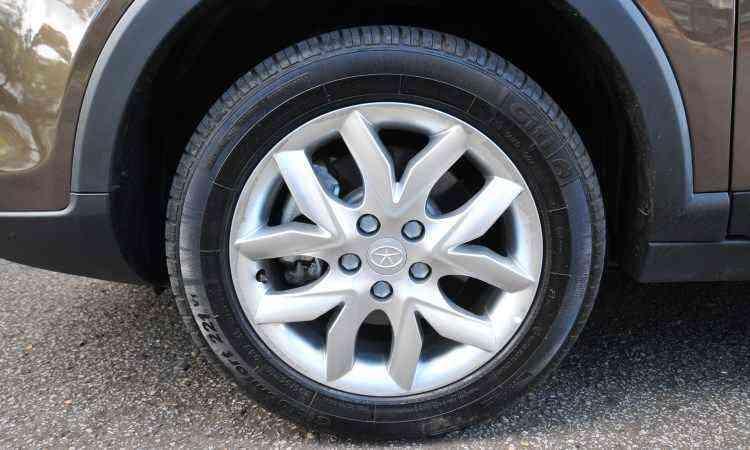 As rodas de 16 polegadas são de série - Alexandre Guzanshe/EM/D.A Press