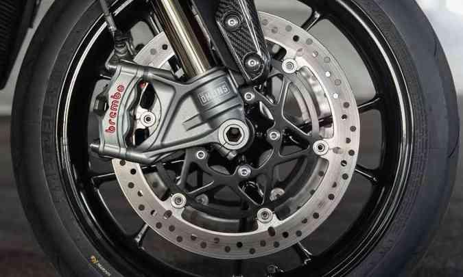Os freios, com sistema ABS de curvas, têm pinças Brembo Stylema(foto: Triumph/Divulgação)