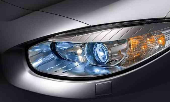 Os faróis devem estar regulados e limpos para garantir o melhor foco de luz(foto: Renault/Divulgação)