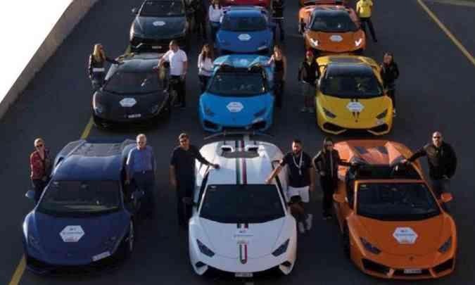 Os participantes dos grupos da Driveness têm à disposição superesportivos de diferentes marcas para acelerar nas pistas(foto: Yas Marina Circuit Ninthdegree Dubai/Divulgação)