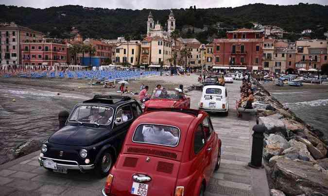 Em alguns pontos da cidade, o encontro de Fiat 500 chegou a provocar congestionamento(foto: Marco Bertorello/AFP)
