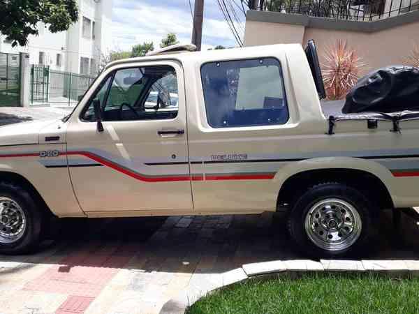 Chevrolet D-20 CD LX S4t/Tro.plus/LX 3.9/4.0 Tdies 1989 R$ 55.000,00 MG VRUM