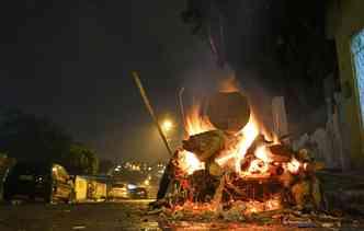 Deixar o carro próximo a fogueiras e bombinhas de São João pode causar danos irreparáveis. Foto: Paulo Paiva / DP