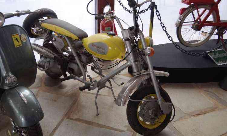 Fabricada em São Paulo pela Brumana Pugliese, a Xispa 175, de 1973, era um misto de moto e Lambretta - Téo Mascarenhas/EM/D.A Press