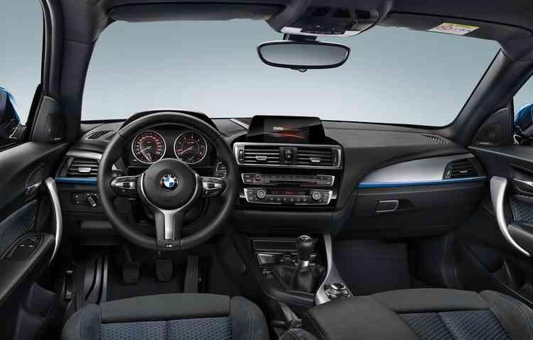 Entre os itens de série estão disponíveis controle de cruzeiro, sensores de estacionamento traseiro. Foto: BMW / Divulgação -