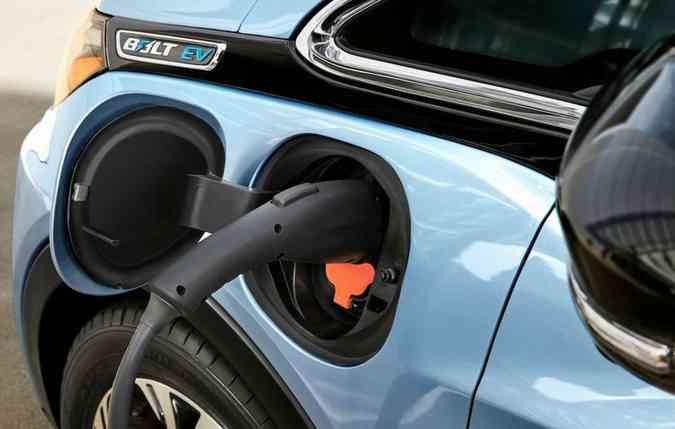 Elétrico Chevrolet Bolt precisa de 9 horas e 20 minutos para ficar carregado. Foto: Chevrolet/Divulgação(foto: Chevrolet/Divulgação)