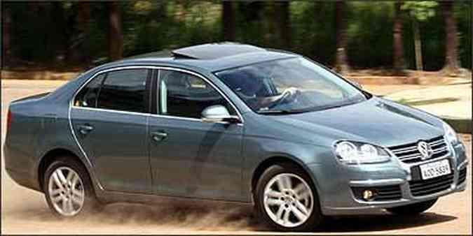 Sedã importado do México tem motor de cinco cilindros, câmbio automático de seis marchas, airbags de todos os tipos e ABS. Mas item básico de segurança é ineficaz(foto: Fotos: Marlos Ney Vidal/EM - 25/1/07)