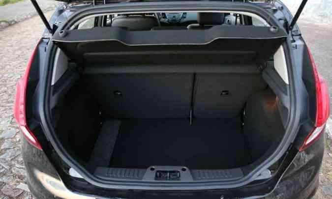 Porta-malas tem 218 litros(foto: Juarez Rodrigues/EM/D.A Press)