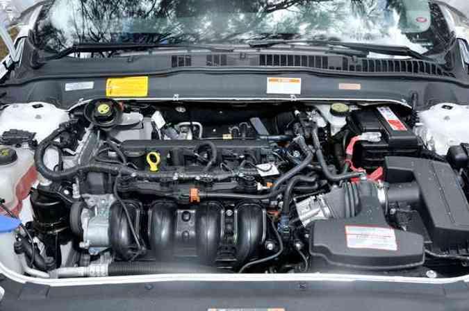 O motor 2.5 flex tem bom desempenho e é o mesmo que equipa picape Ranger Sport(foto: Ramon Lisboa/EM/D.A Press)