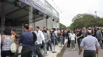 Público faz fila para comprar o ingresso(foto: Marcello Oliveira/EM/D.A PRESS )