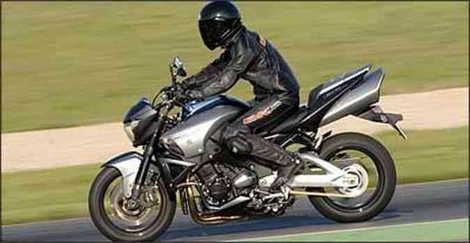 Motor tem quatro cilindros em linha e duas opções de gerenciamento eletrônico(foto: Suzuki/Divulgação)