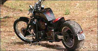 A roda traseira fica ancorada em balança monobraço, que tem amortecedor da D-20 - Fotos: Marlos Ney Vidal/EM/D. A Press - 26/8/08