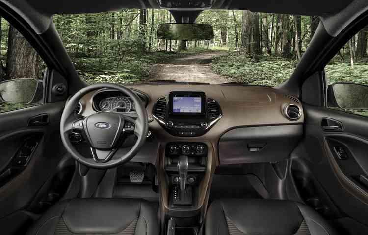 Na cabine, sistema de som recebeu tela flutuante de seis polegadas. Foto: Ford / Divulgação -