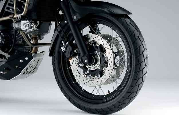 Freios ABS impedem o travamento das rodas em frenagens - Suzuki/Divulgação