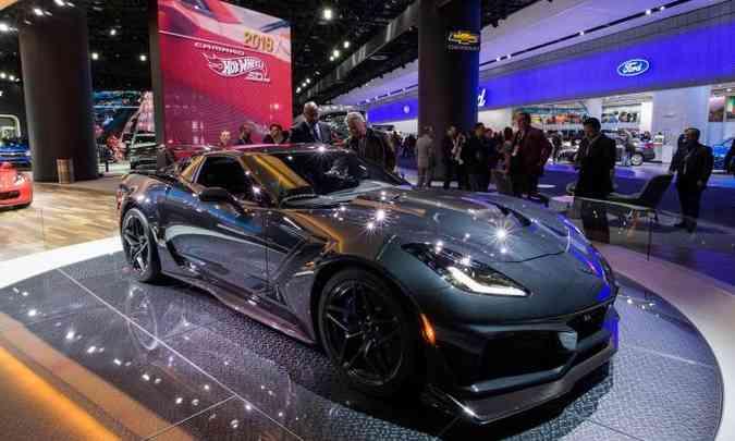 Entre os esportivos, destaque para o Chevrolet Corvette ZR1, equipado com motor de 755cv(foto: Jewel Samad/AFP)