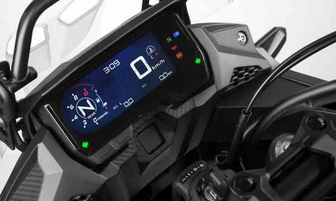 O painel tem tela em LCD, com nova disposição e mais informações(foto: Honda/Divulgação)