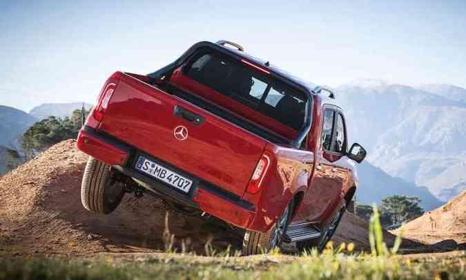 A picape tem estrutura robusta e bom desempenho no fora de estrada(foto: Mercedes-Benz/Divulgação)