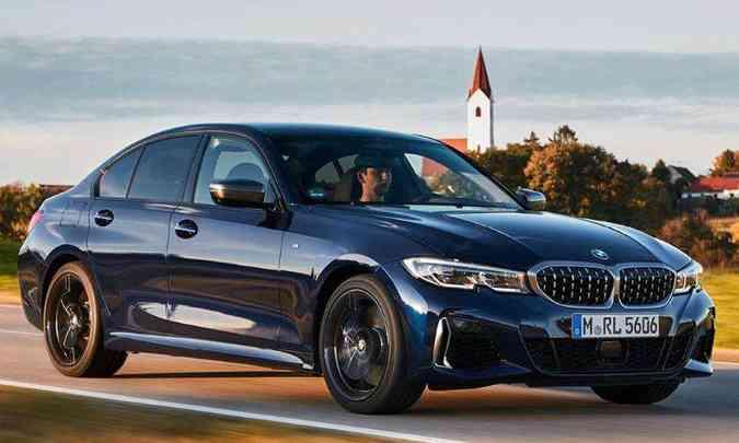 O sedã tem linhas um pouco mais sóbrias, mas com detalhes que revelam sua esportividade(foto: BMW/Divulgação)